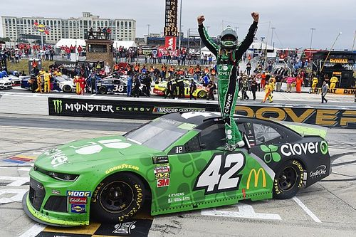 Kyle Larson ends 75-race winless streak with Dover victory