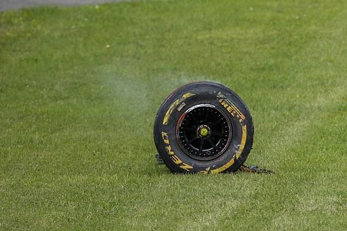 FIA расследует аварию Джовинацци из-за отлетевшего колеса