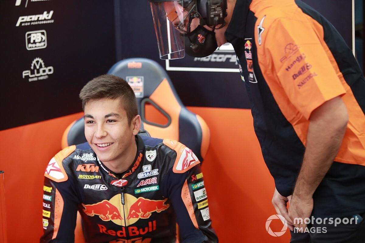 Raúl Fernández da el salto a Moto2 con KTM y Acosta le reemplazará en Moto3