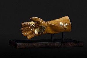 Senna terá série de homenagens neste sábado e lançamento de luva especial; entenda