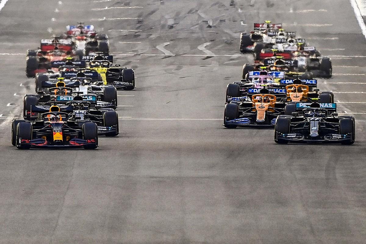 Videón az F1 2020-as idénye, mémekkel összefoglalva