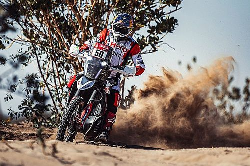 "Hero rider Santosh ""resuscitated"" by rival after Dakar crash"