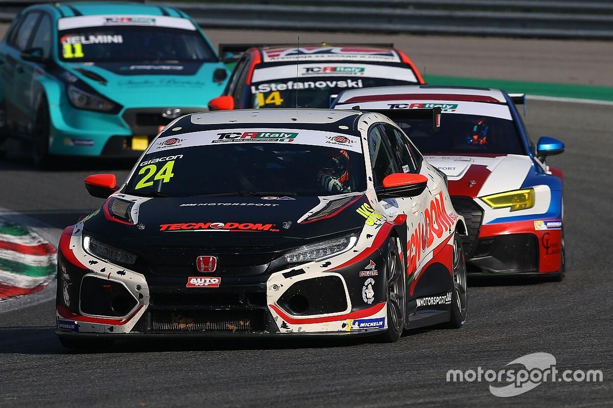 TCR Italy: bis di Giacon fra gli autoscontri di Gara 2 a Monza