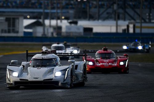 Daytona, 15a Ora: 5 DPi in fila, Corvette a braccetto in GTLM