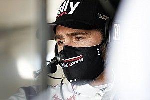 Legenda NASCAR prowadzi stawkę