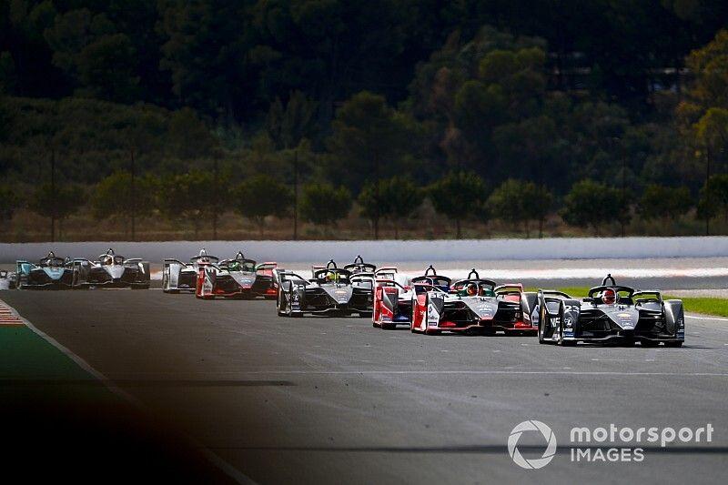 """سائقو الفورمولا إي """"انساقوا وراء المنافسة"""" خلال محاكاة السباق في فالنسيا"""
