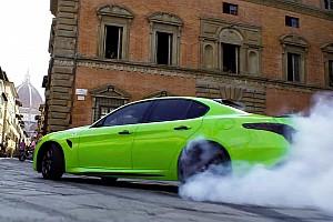 C'è un'Alfa Romeo Giulia Quadrifoglio verde in 6 Underground