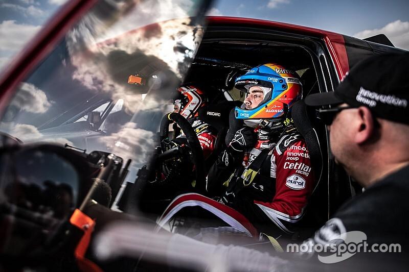 Alonso é 11º no estágio inaugural do Dakar; Varela tem problemas