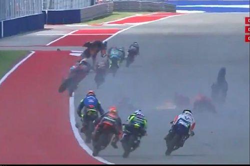 Le drame évité de peu après deux drapeaux rouges en Moto3