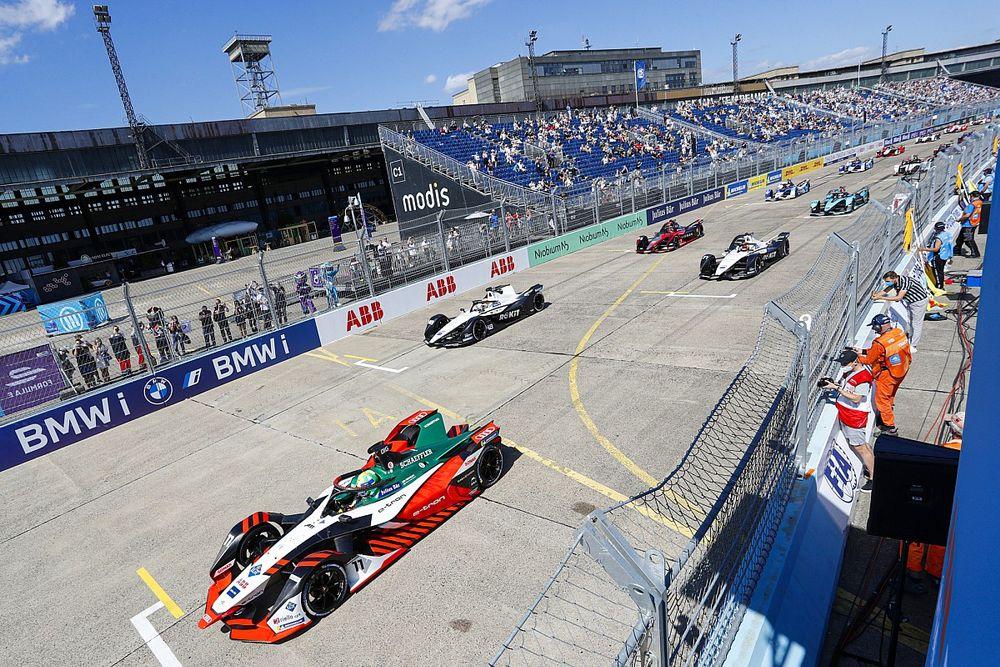 Di Grassi gana en Berlín y el Mundial de Fórmula E 2021, en un pañuelo