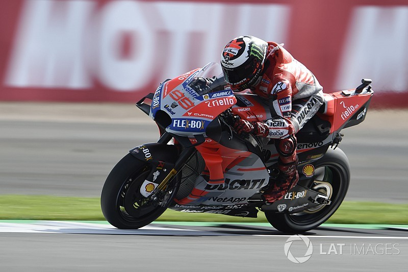 MotoGPイギリス:雨で大波乱の予選はロレンソPP。ドゥカティが1-2
