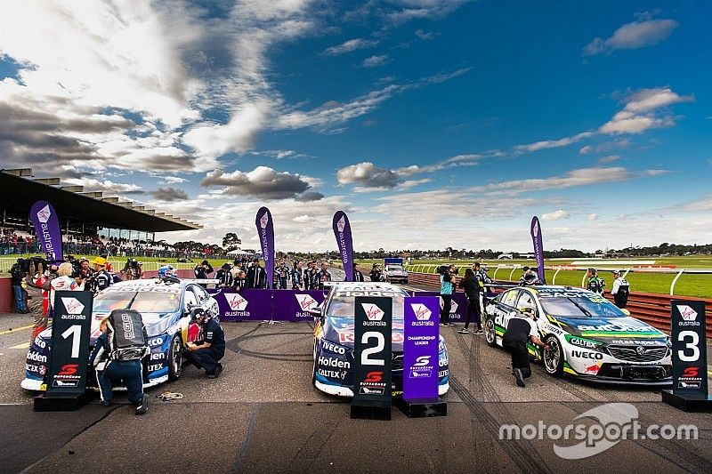 Supercars clarifies team orders legality