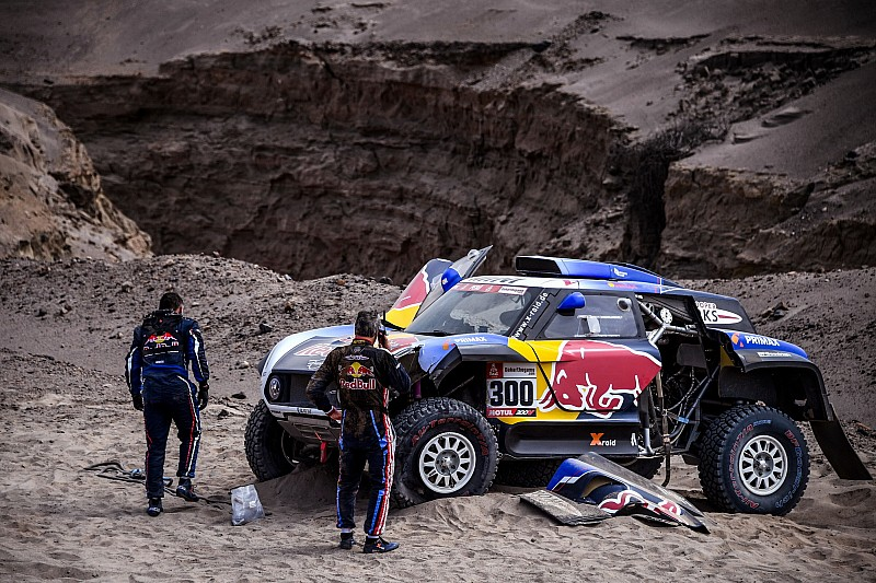 "Sainz blames ""disaster"" Dakar roadbook for accident"