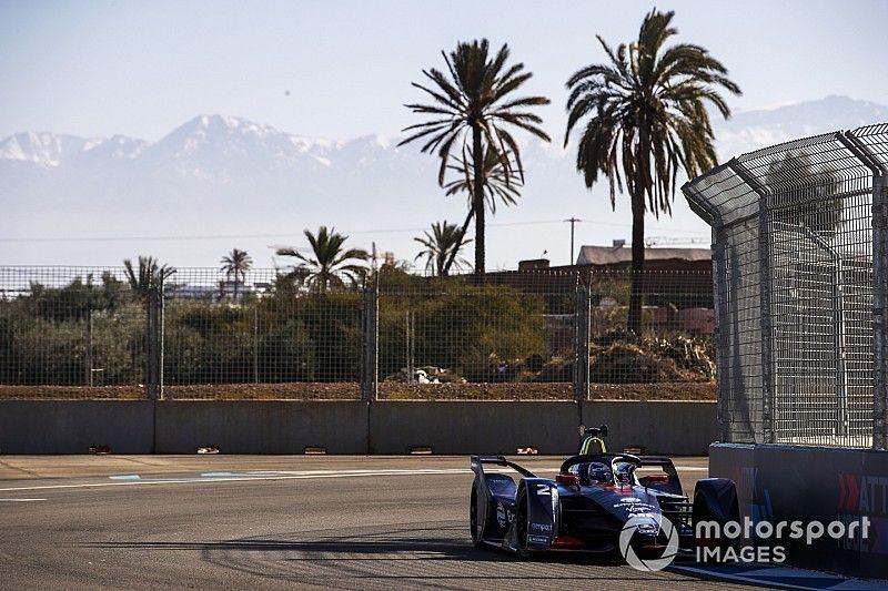 Marrakesh E-Prix: Bird snatches pole from Vergne