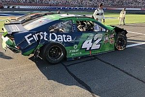 Kyle Larson rides the wall in mangled car, salvaging title hopes