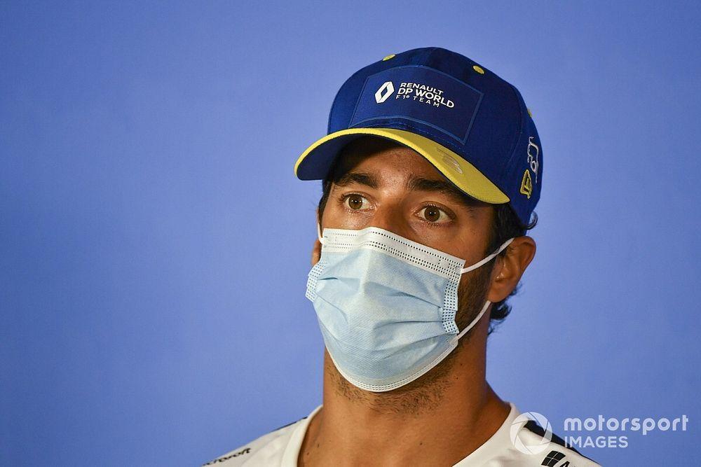 Ricciardo explica inquietudes de los pilotos sobre arrodillarse