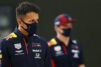 Különleges sisakkal készül a Red Bull pilótája