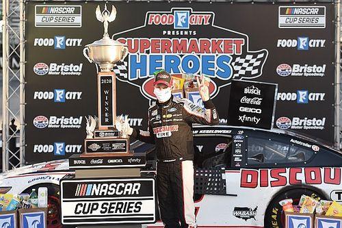 Bristol NASCAR Cup: Keselowski 0.4 saniye farkla kazandı