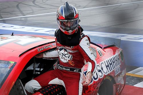 Harvick rządzi w Michigan