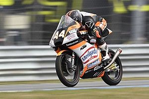 Victoria y liderato para Canet en Moto3