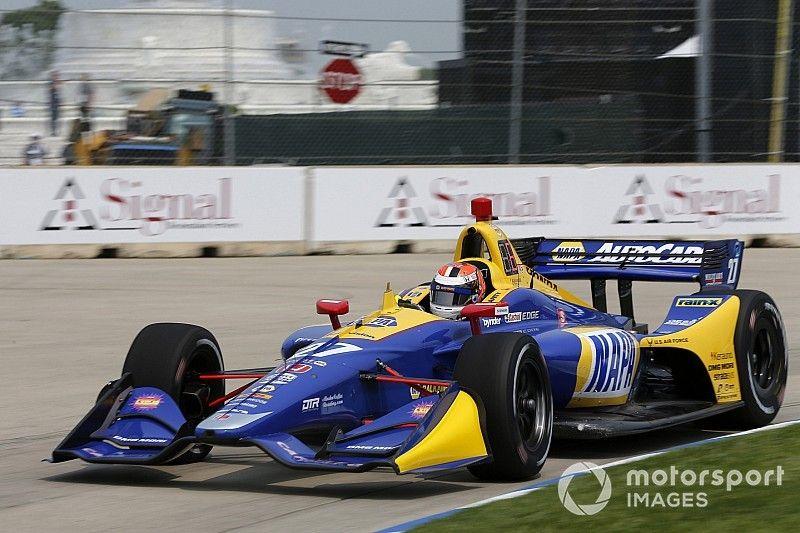 Rossi ahoga las penas de Indianápolis con una gran pole