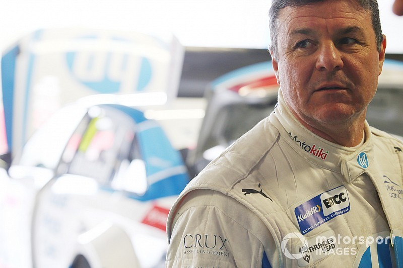 """Dangerous"" Blundell should consider BTCC exit - Chilton"