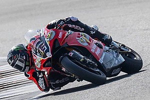 Lakoni debut British Superbike, Redding naik podium