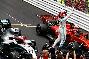 """Videó: Hamilton Ricciardót """"utánozva"""" ünnepelte a monacói győzelmét"""