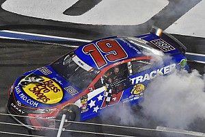 NASCAR in Charlotte: Martin Truex Jr. gewinnt turbulentes Coca-Cola 600