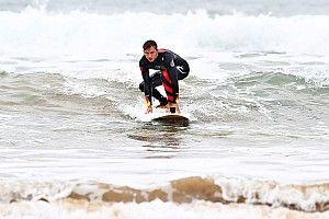 Verstappen y Gasly se pasan al surf en Australia, vídeo y fotos