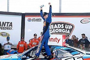 Kyle gana en Atlanta; Suárez asciende a sublíder de temporada de Xfinity