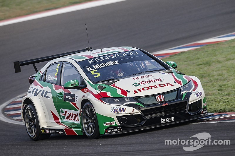 Festejo de Michelisz en un 1-2 de Honda en la Main Race en Termas