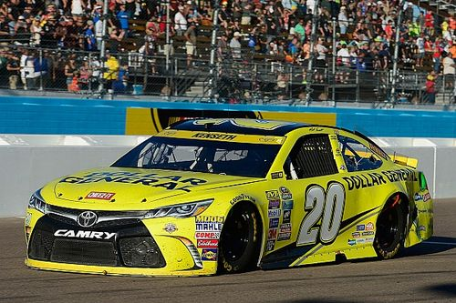 Dramatic late-race crash knocks Kenseth out of the Chase - video