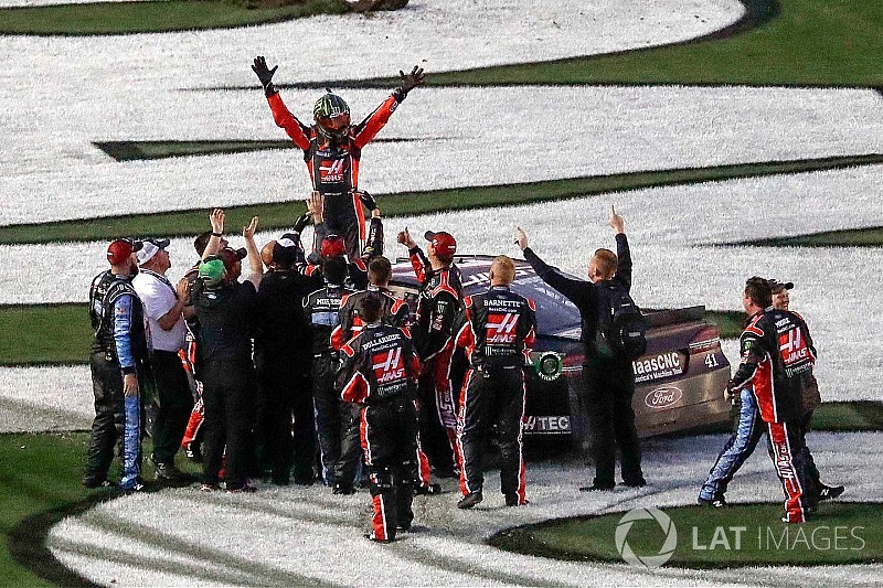 Na tática de combustível, Kurt Busch vence Daytona 500