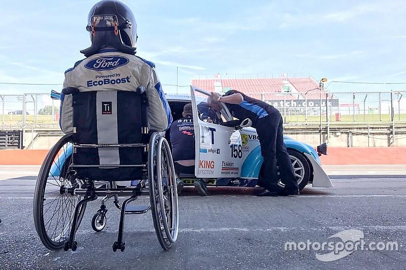 Monger kembali membalap untuk kali pertama sejak kaki diamputasi