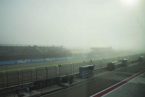 Разминку MotoGP отложили из-за тумана