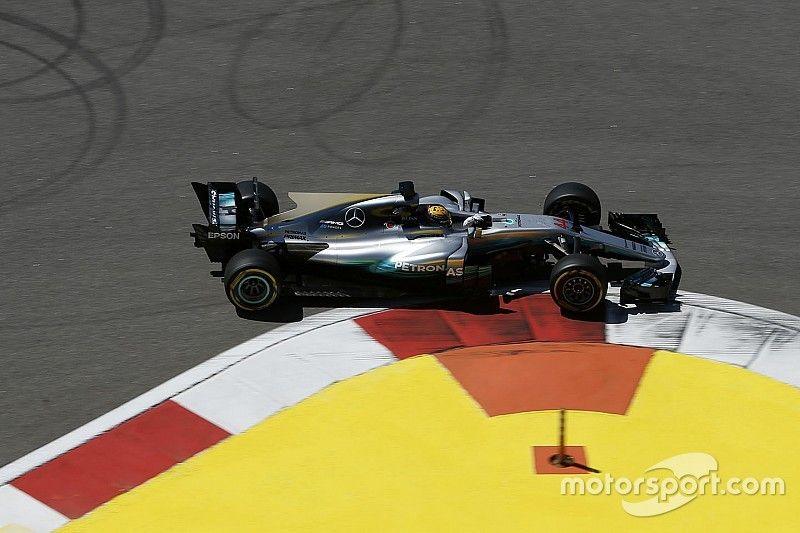 Hamilton zegt dat Mercedes geen snelheid verborgen houdt