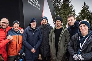 Vettel, Red Bull pilotlarıyla birlikte kayak yaptı
