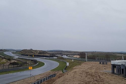 Újabb drónfelvételek az épülőben lévő holland F1-es pályáról
