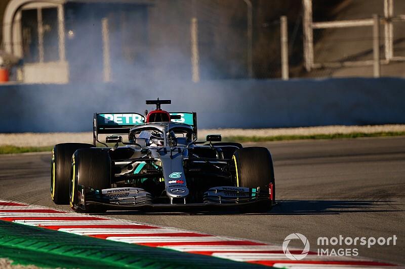Mercedes cambió el motor de Hamilton para el último día de test