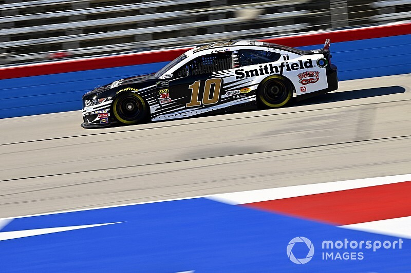 Aric Almirola cruises to caution-free Stage 2 win at Texas