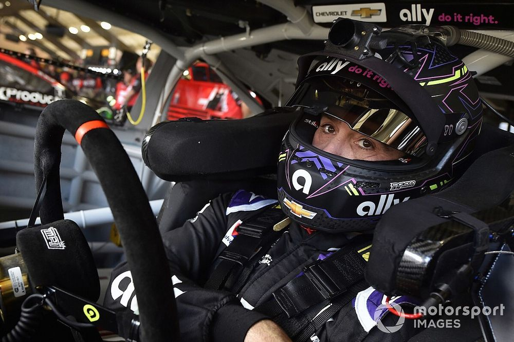 Dale Jr: Johnson will win again if he 'cleans up mental mistakes'