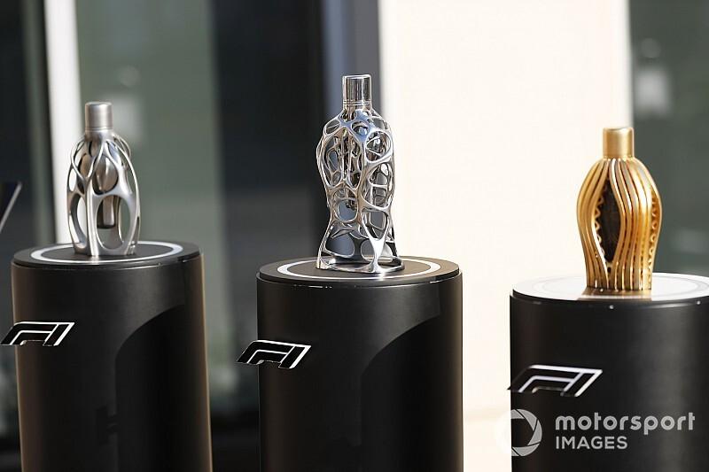 Формула 1 выпустит линию парфюмов в емкостях за $10 000
