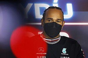 Lewis Hamilton 'quebra promessa' e aparece em seu Pagani Zonda nas ruas de Mônaco