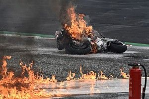 Crash en vuurzee op Red Bull Ring: Savadori breekt enkel