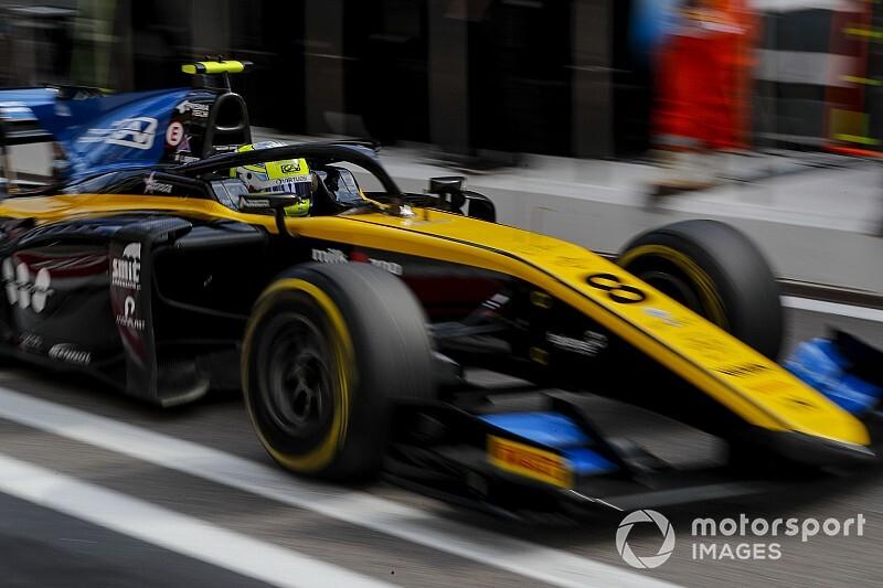 Гонку Ф2 прервали на час из-за аварии Мазепина, выиграл Гьотто