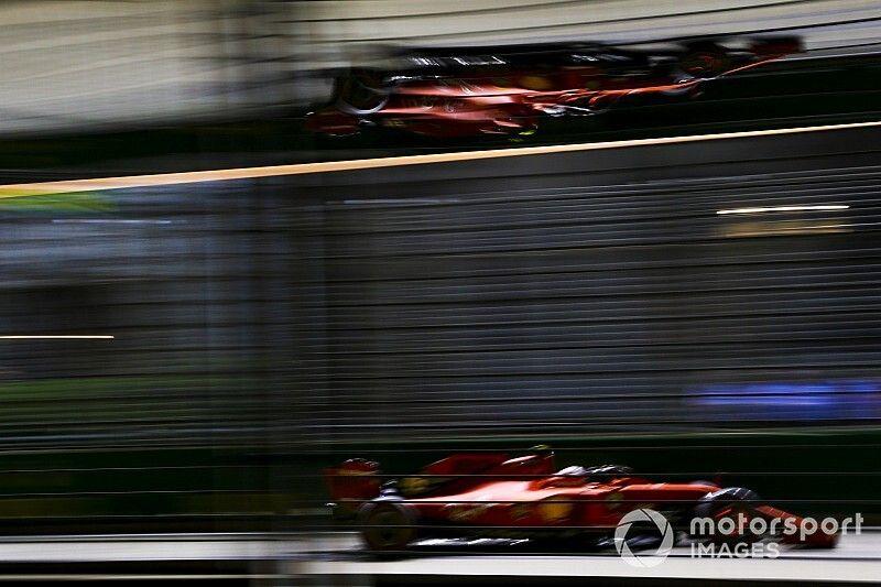 Leclerc se luce en la noche de Singapur y se lleva la pole