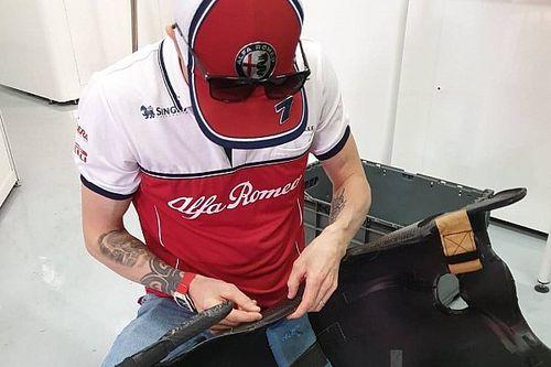 Raikkonen tuttofare: eccolo mentre aggiusta il sedile dell'Alfa Romeo!