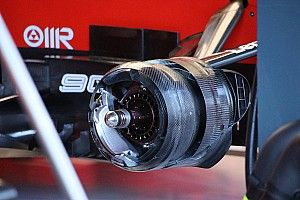 Ferrari: sono stati provati i cestelli dei freni anteriori asimmetrici sulla Rossa