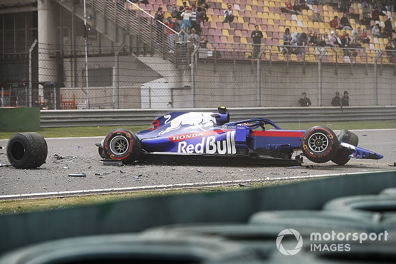 Photos - Le violent crash d'Albon en essais libres